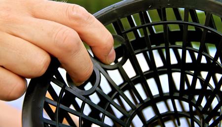 Fingerhål underlättar vid tömning